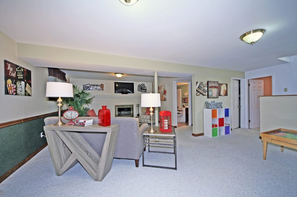 Staging a family room - after Staging That Sells consultation